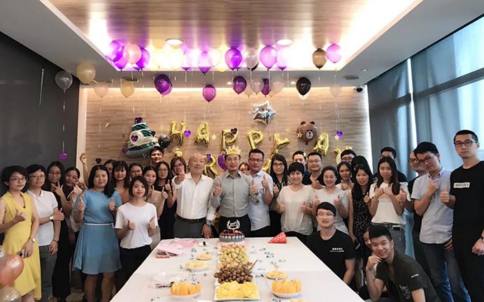 来自120名员工的生日祝福